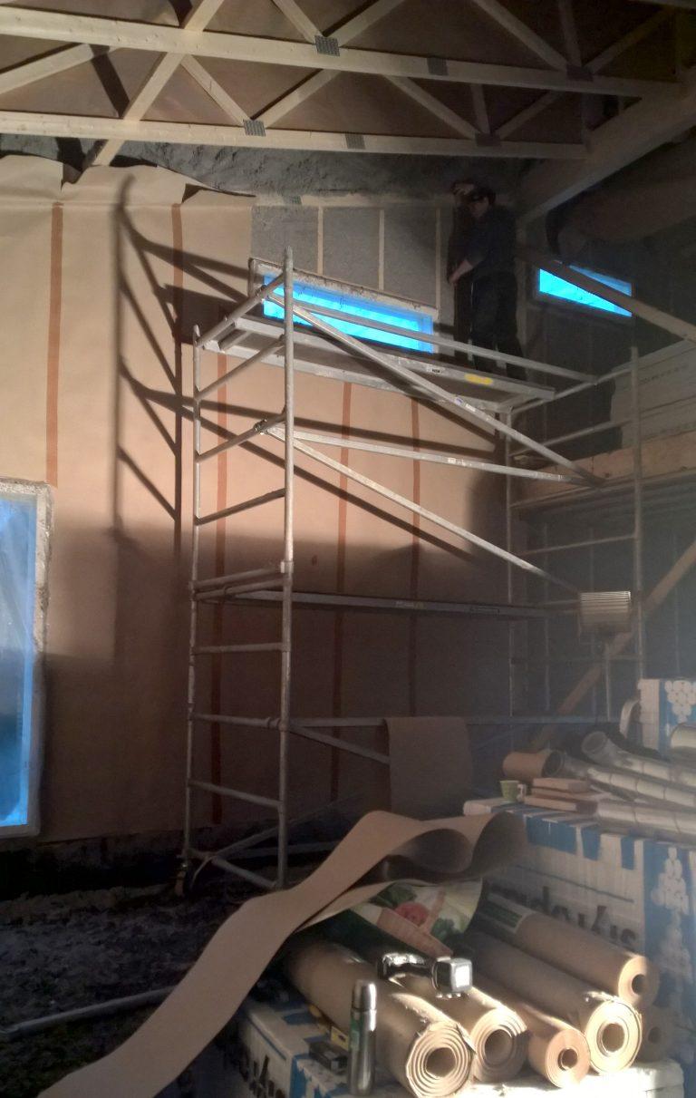 Seinät paperoitiin täysin muovittomalla, ilmatiiviillä Ypapin valmistamalla Paavo perinne ilmansulkupaperilla.