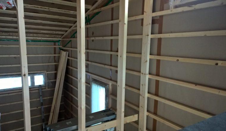 5. Normaalia tiheämpi koolausväli seinissä, 300 mm.