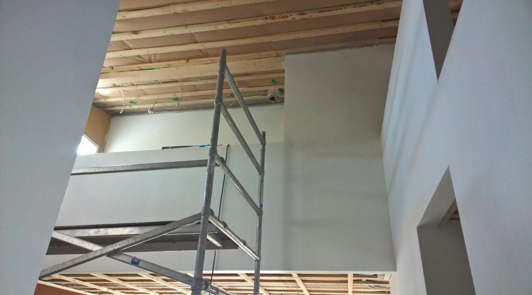 Pohjamaalattuja pintoja.